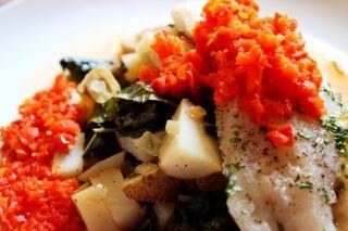 Morue grillée et tombée de chou palmier aux pommes de terre, citron et olive #recettesduqc #morue #poisson