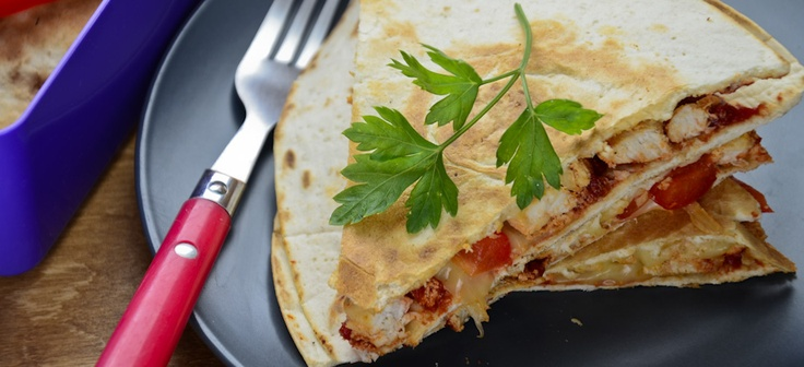 Quesadilla with yoghurt chicken and paprika