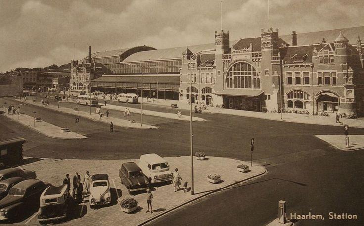 Haarlem (1960) Het station rond 1960 gezien vanaf de Jansstraat