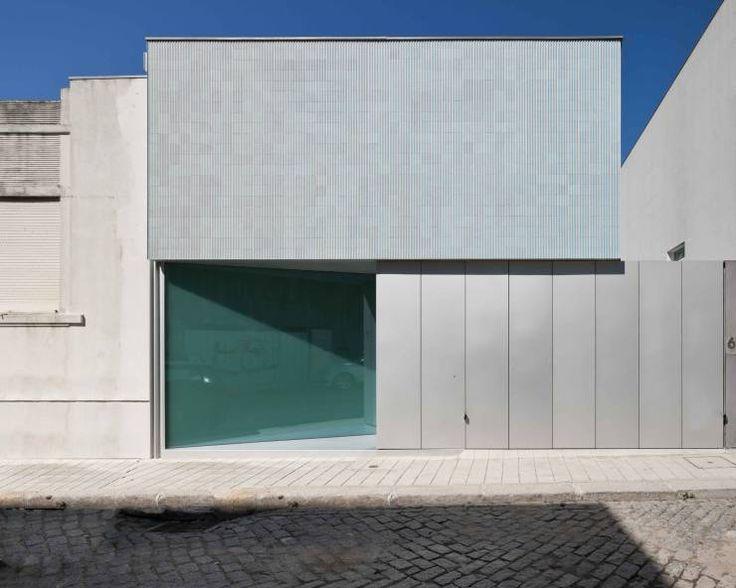Casa Ricardo Pinto: Habitações Moderno por CORREIA/RAGAZZI ARQUITECTOS