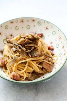 Spaghetti con carciofi cremosi e salsiccia croccante ..