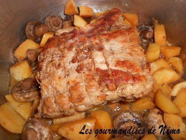 Après le rôti de porc au four (mais pas sec) ici, j'ai voulu tester une autre cuisson plus rapide mais tout aussi efficace c'est à dire qu'on obtient un rôti pas sec du tout mais au contraire bien moelleux. L'avantage à la cocotte minute c'est le gain...