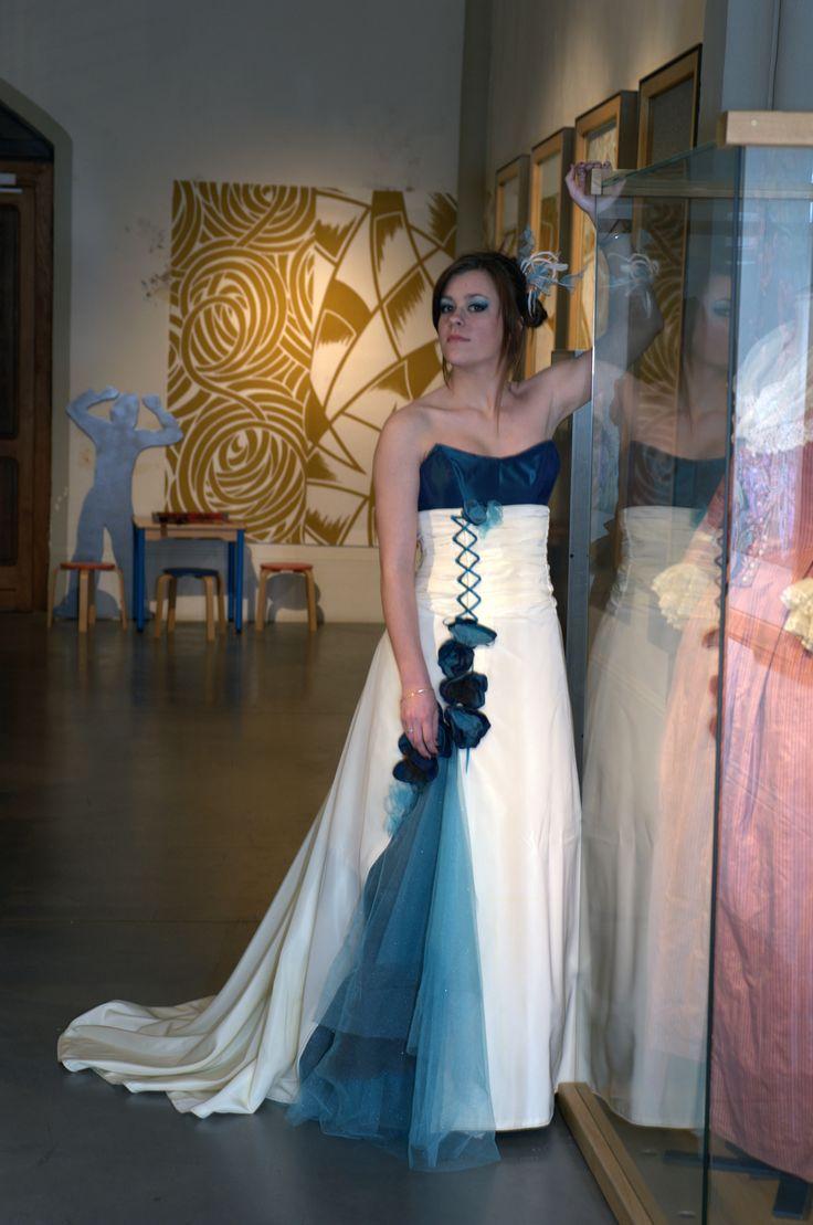 ROBE DE MARIEE turquoise et ivoire, transformable, en taffetas et tulle   Carole CELLIER, créatrice de robes de mariée (photo Photisao)  #robedemarieeturquoise #robedemarieeevolutive #robedemarieetransformable
