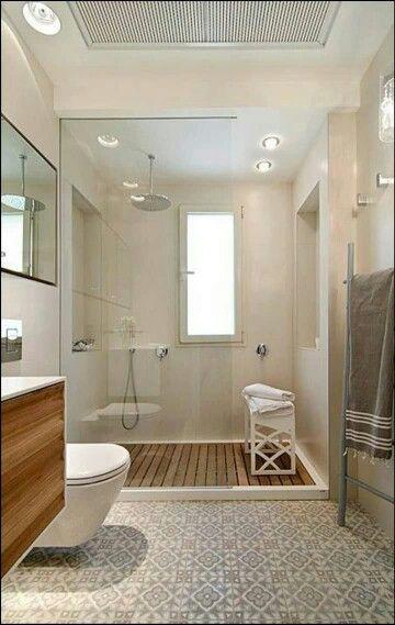 Baño con ducha moderna