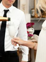 What It Was Like Being The Drunk Party Girl At My Cousin's Wedding #refinery29