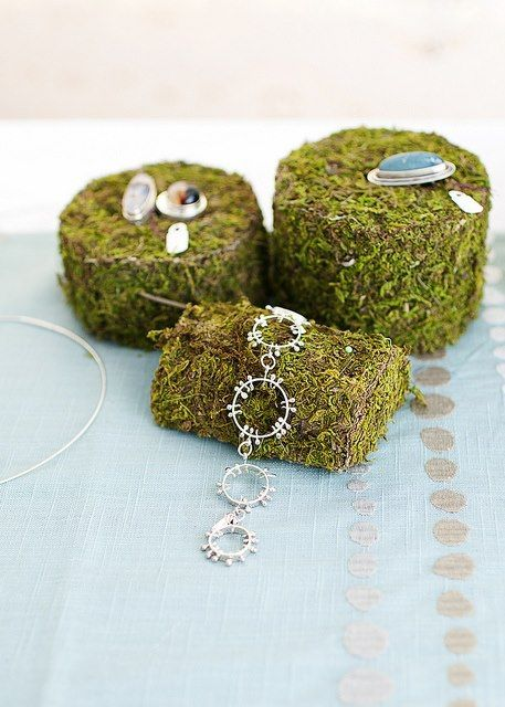 A mossy jewelry display.  Great for a natural look at a spring vintage flea market!  DIY moss