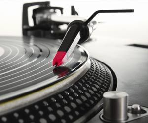 schallplatten-und-vinyl-das-ist-ihre-schallplattensammlung-wert-.jpg (300×250)