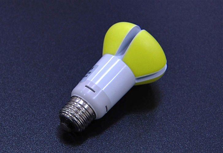 In concomitanza con l'Earth Day, Philips ha lanciato la sua nuova lampadina dalla durata ventennale.    Philips: Introducing the 20-year light bulb