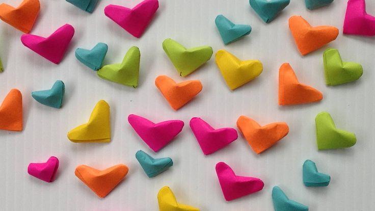 En este video te enseño paso a paso como hacer mini corazones inflados de papel (corazones pequeños de papel) tipo 3d como las estrellitas de papel, con un p...