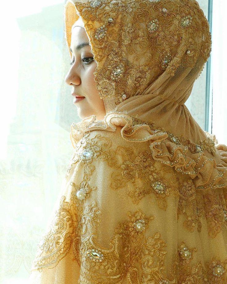 Love the detail of pearl #Repost @anniesahasibuanofficial Goldess Syar'i from @anniesahasibuandaily More info and order : 6281283654994/WhatsApp only PIN BBM : 5B3F6CC4 LINE ID : anniesahasibuan Visit our boutique at : Anniesa Hasibuan Boutique Promenade 20 unit F & G. Jl. Bangka Raya No.20 Kemang - Jakarta Selatan #AnniesaHasibuan #anniesahasibuancouture #anniesahasibuanofficial #anniesahasibuanboutique #AHforweddingdress #weddingdress #AHforWeddingCouture by anniesahasibuan