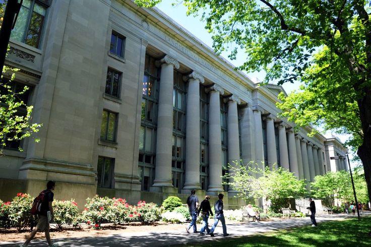 Aristoteles, Marx und Robinson Crusoe: Ein Datenprojekt zeigt, welche Bücher an führenden Universitäten in den USA am häufigsten auf dem Lehrplan stehen.