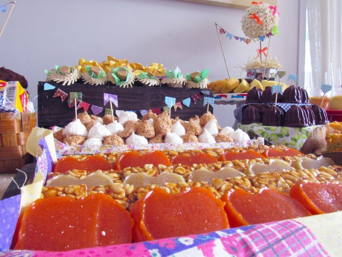 Buffet Festa Junina Especial é perfeito para sua Festa Junina! Cardápio completo com Comidinhas, Decoração e Brincadeiras!