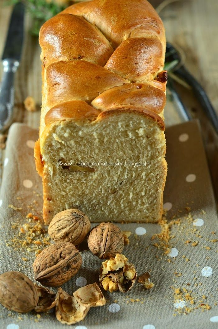 Cucina Scacciapensieri: Treccia di pane al latte con noci e olio al rosmarino