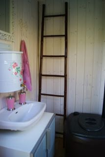 Villa Jasmin: outhouse before and after