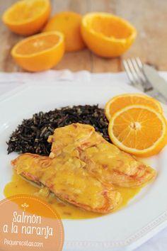 Salmón a la naranja* y con guarnición de arroz negro.
