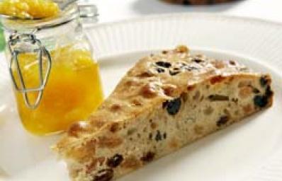 Recept voor Barmbrack met sinasappelmarmelade (Halloweenrecept) in bakboek - Koopmans.com
