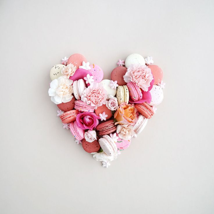 Macaron Heart - Jenna Rae Cakes #macaron #valentinesday