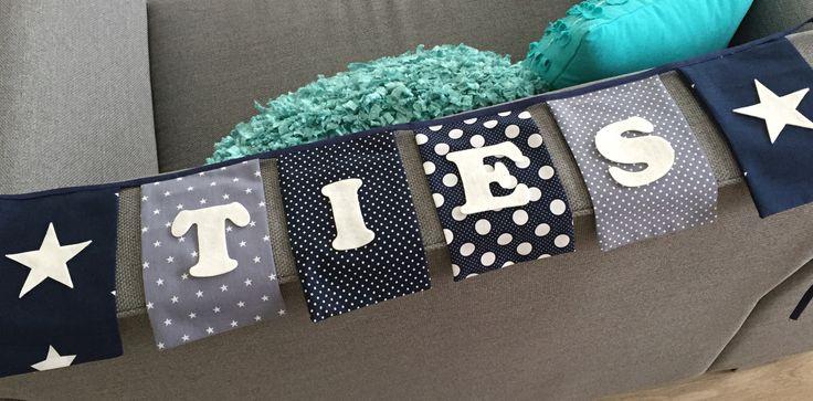 Vlaggenlijn van stof met vilten letters #vlaggenlijn #naamslinger #geboorte #jongen