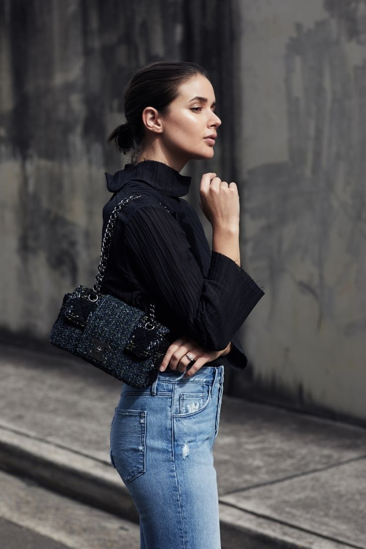 Black Top, Blue Jeans, tweed chanel bag | Style | Outfit  | streetstyle| HarperandHarley