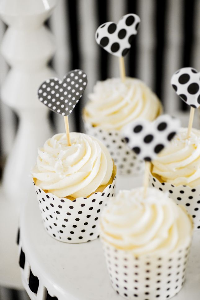 Adorable polka dots heart cupcake toppers!