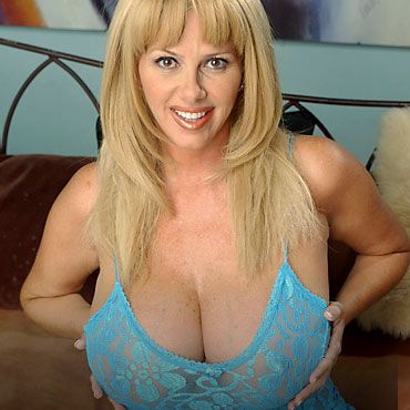 image Beautiful mature blonde annabelle brady loves to fuck