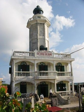 Nam Yết lighthouse [2010 - Namyit Island, Spratly Islands, Vietnam]