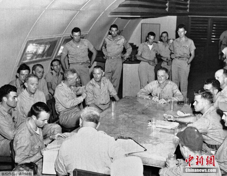 历史图片:1945年8月6日,美国士兵在天宁岛完成了对日本广岛投放原子弹的任务。 ▼6Aug2014新华网 日本广岛原子弹爆炸历史图集 http://news.xinhuanet.com/mil/2014-08/06/c_126839325.htm #Hiroshima #Aug6 #WWII #atomic_bombing #Tinian #天宁岛 #テニアン島