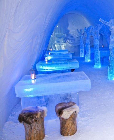 snow-hotel-8-finland-ice-bar-restaurant