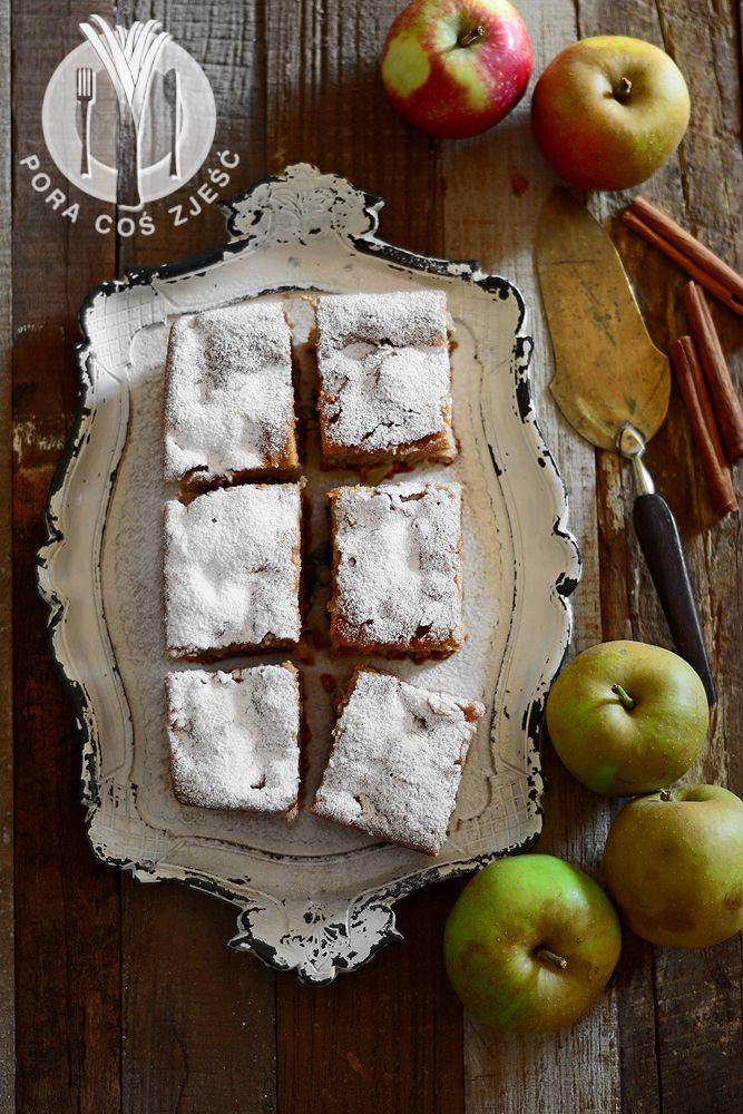 Cake with apples http://www.poracoszjesc.pl/2015/09/proste-ciasto-z-jabkami.html