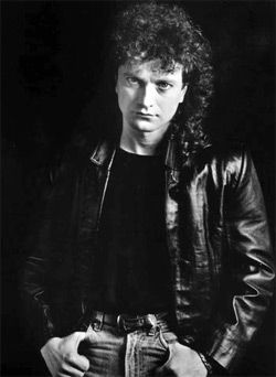 Lou Gramm (Foreigner) the best/only voice as far as I'm concerned. We saw them live last summer without him-just was NOT the same!