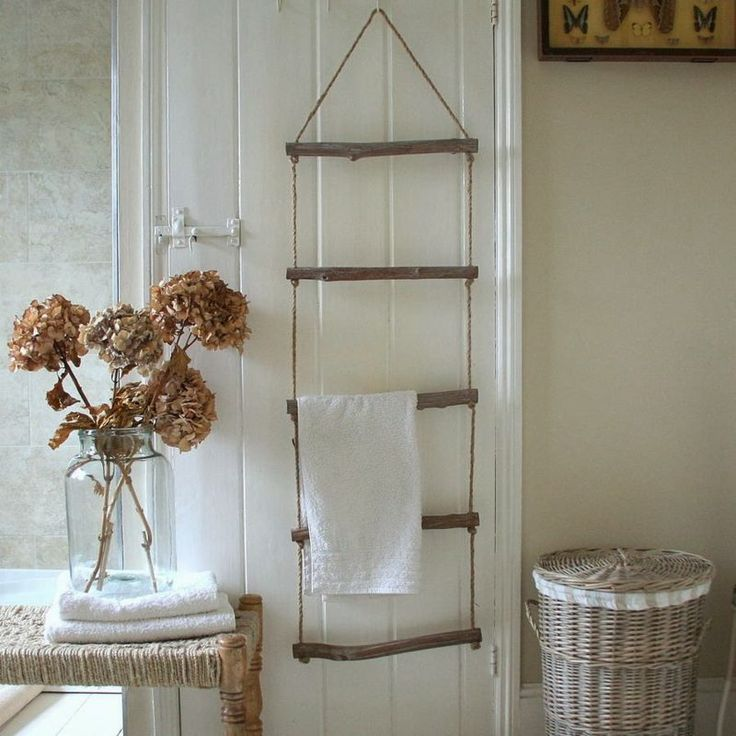 Simple shelves for towels.. Handtuchhalter aus Holz selber machen in Form einer Seilleiter (Diy Bathroom Decorating)