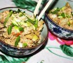 Жареный рис с креветками, овощами и яйцом в азиатском стиле - Anews