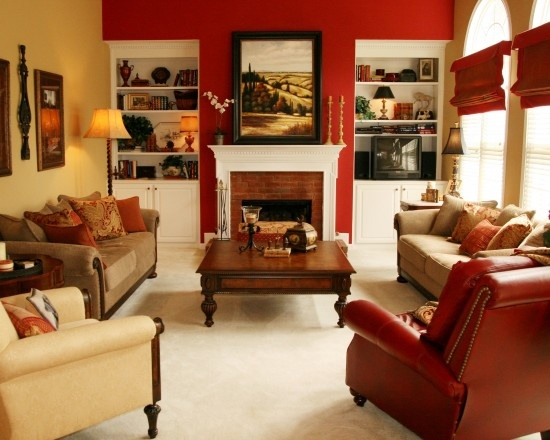 red accent wallDecor, Living Rooms, Red Wall, Families Room Design, Livingroom, Traditional Family Rooms, Red Accent, Accent Walls, Wall Design