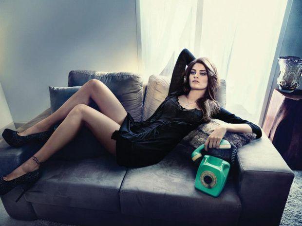 Изабели Фонтана е сексапилно видение за Un.i :: Мода