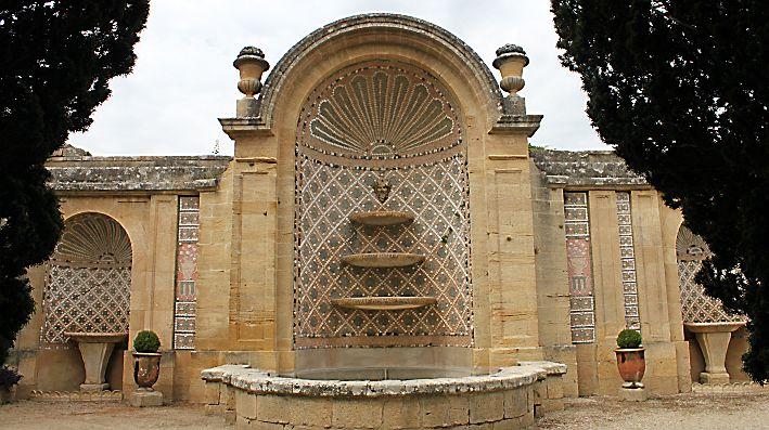 Saint-Privat raconte le protestantisme et le goût d'un homme de culture. Un domaine secret, blotti dans les gorges du Gardon. Un célèbre aqueduc romain en guise de portail d'entrée. Le...