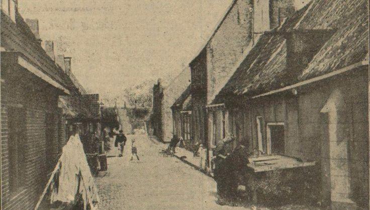 """Harlingen - """"De Bargebuurt"""", (tegenwoordig de Zeilmakersstraat) - afbeelding uit de Leeuwarder Courant van 28 augustus 1934"""