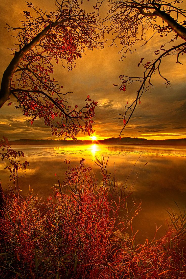 Sunset on Mauthe Lake Wisconsin Horizons By Phil Koch. Lives in Milwaukee, Wisconsin, USA.