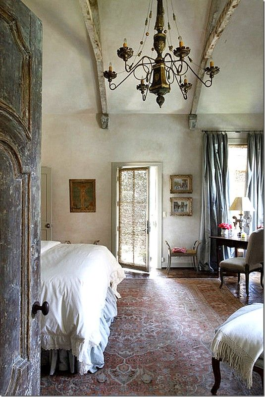babette1:    The master bedroom with Nancy Corzine curtain fabric & Tabriz rug. (via My Italian House….one day)