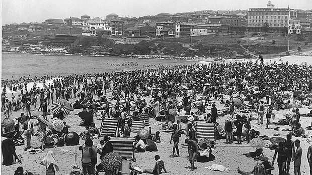 January 1939 - Bondi Beach. The mercury hit a record of 45.3 degrees.