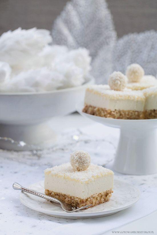 To kokosowo migdałowe ciasto przypominające swoim smakiem znane zapewne każdemu z Was pralinki to już ostatnia tego rodzaju propozycja na zbliżające się Święta.