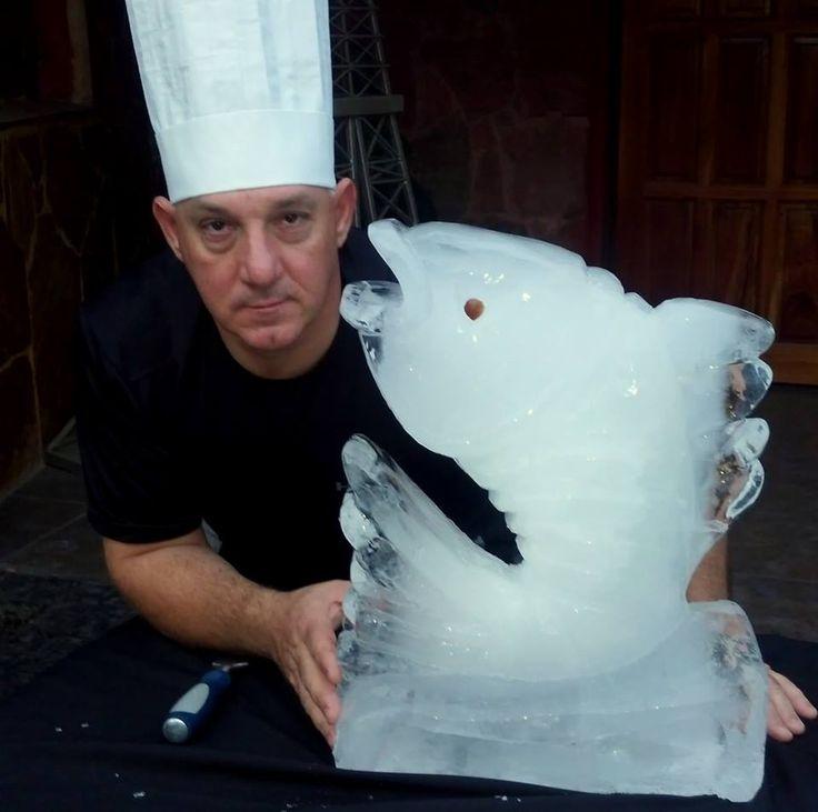 David Veltri se ha decantado por un pez para su arte en hielo para eventos. Pez de hielo por David Veltri