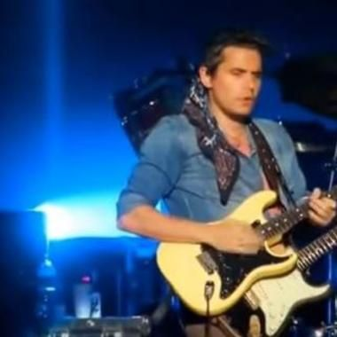 John Mayer Plays Fan's Guitar And Signs It