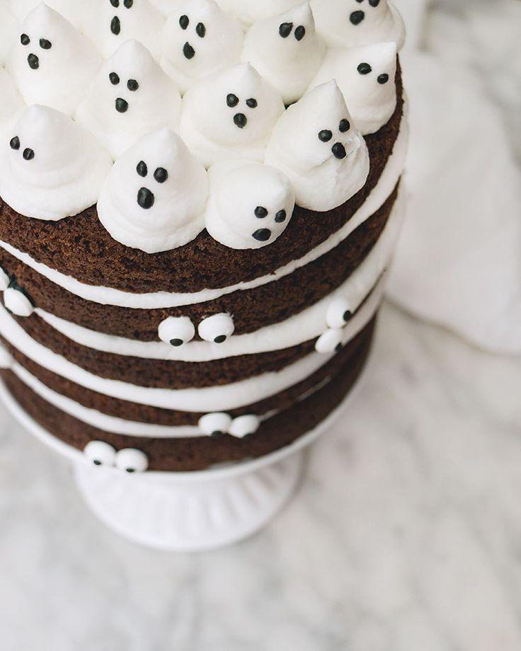 Pastel de Halloween  hoy estuvo en mi cocina @anafigueroapasteles e hicimos esta súper receta! Entra en mi Facebook y disfruta de nuestro live  donde te compartimos cómo hacer el pastel y decorarlo súper fácil para este halloween  #chokolatpimienta #pastel #halloween #wilton #cake #facebooklive #food #sweet #chocolate #recipe #foodie #foodshare #foodstagram #yummy #instagood #instafood