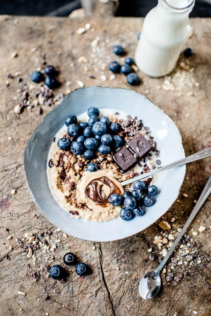 ... creamy coffe hazelnut millet porridge with homemade rawtella, blueberries & pana chocolate ...