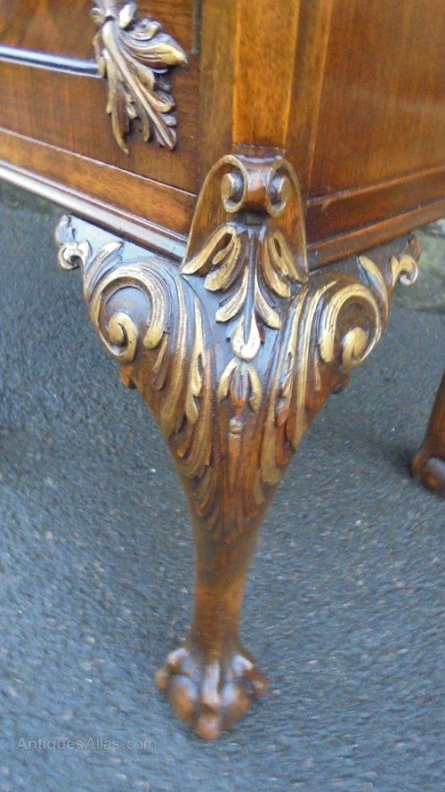 ~ Quality Figured Walnut Bedside Table ~ antiques-atlas.com
