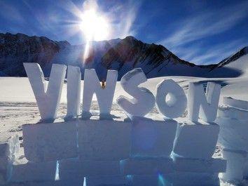 Gipfelerfolg in der Antarktis...  Mehr unter: http://www.amical-alpin.com/2015/01/07/antarktis-mount-vinson-gipfelerfolg/