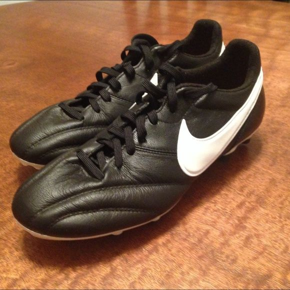Nike Kangaroo leather cleats. Size 6. Traditional look Nike kangaroo leather soccer cleats size 6. I purchased them new but they were too big and I couldn't return them. Nike Shoes Athletic Shoes
