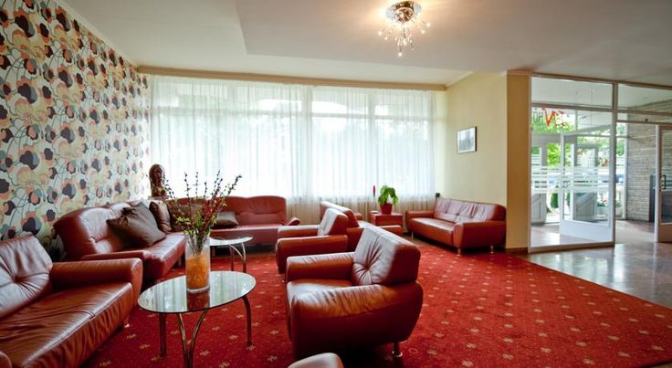 In Hotel Hajdúszoboszló The In hotel is situated in the centre of the famous spa town of Hajdúszoboszló near the city spa and the aqua park and offers you reasonable rates and a nice barbecue garden.