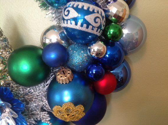 vintage mid mod Christmas ornament wreath blue RETRO kitsch