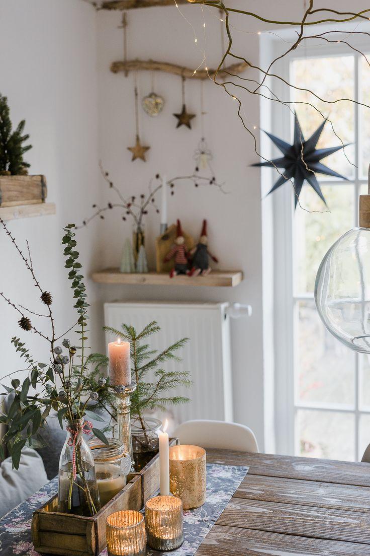 عکس چیدمان میز غذاخوری با استفاده از گیاه طبیعی و شمع